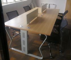 蝴蝶开放式办公桌隐藏线槽设计