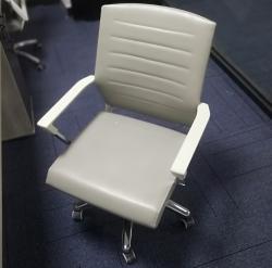 时尚浅灰职员椅五星脚架办公桌