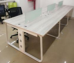 开放式办公桌隐藏线槽设计电镀钢架