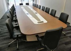 多媒体会议室大型实木会议桌设计
